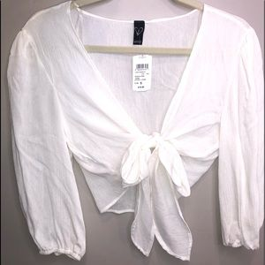 White 3/4 sleeve front tie shirt.